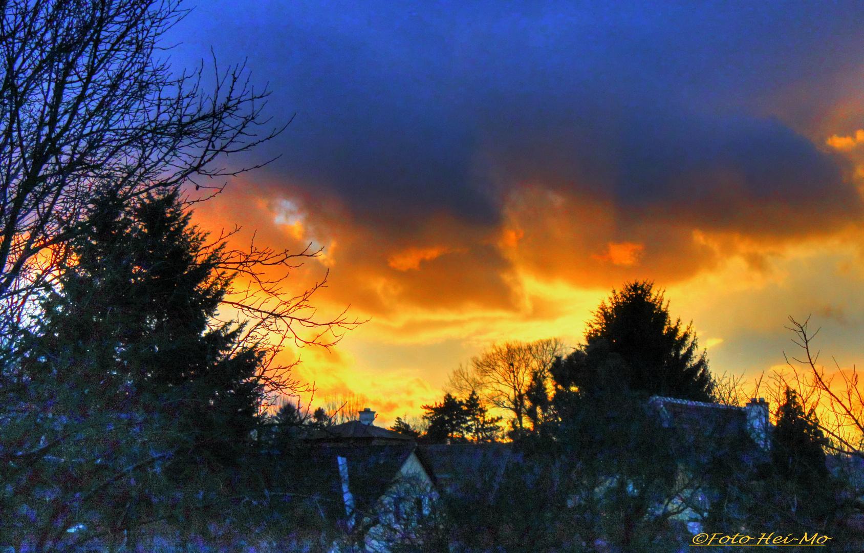 Stürmischer Sonnenuntergang im Winter
