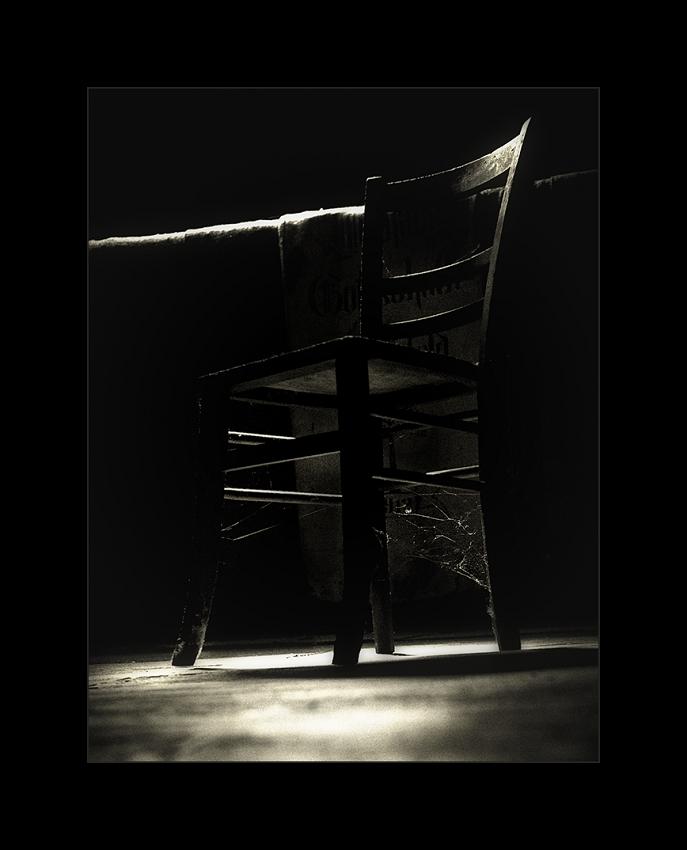 Stuhl im Licht II ...