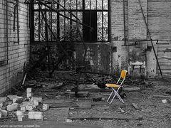 Stuhl in gelb