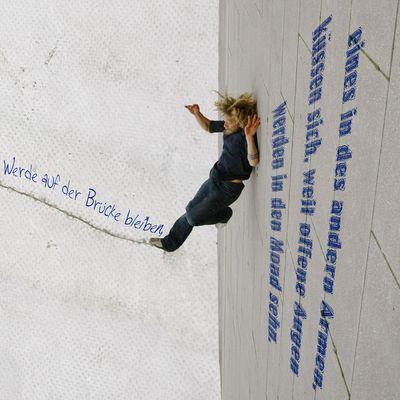 Stunt Poetry   Mond Brücke