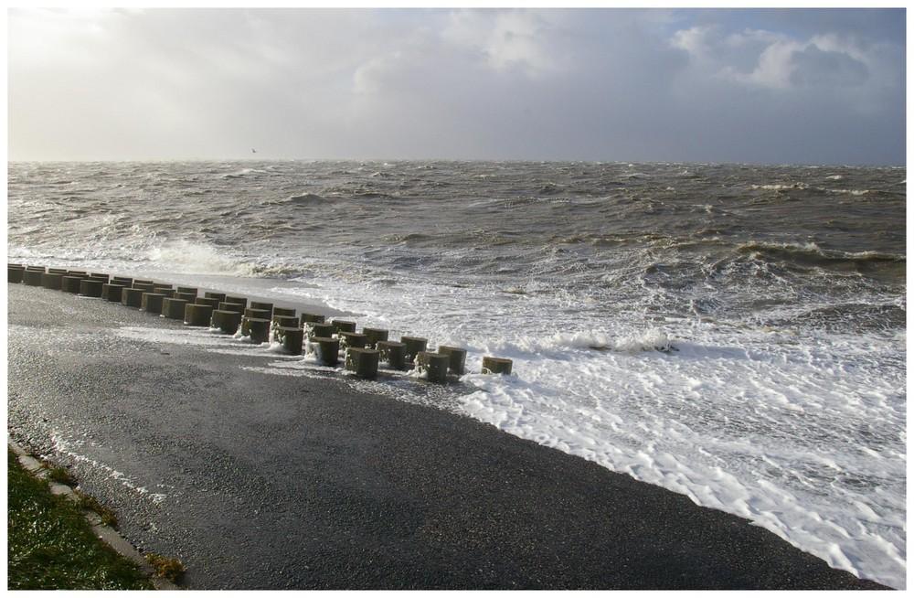 Sturmflut an der Nordseeküste in Norddeich
