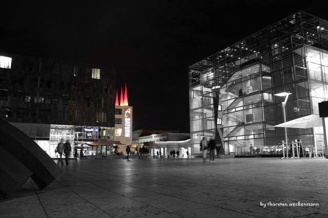 Stuttgart City leuchtet, auch in schwarz/weiss