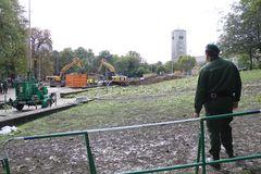 Stuttgart Park 1.10.2010 - BAUMLOSE SCHNEISSE
