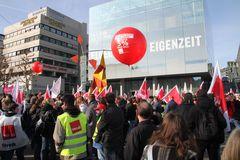 Stuttgart VERDI-DEMO: KRISE versus EIGENZEIT