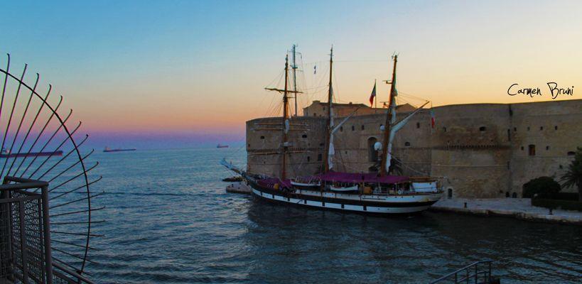 sua Maestà... nave scuola PALINURO a Taranto