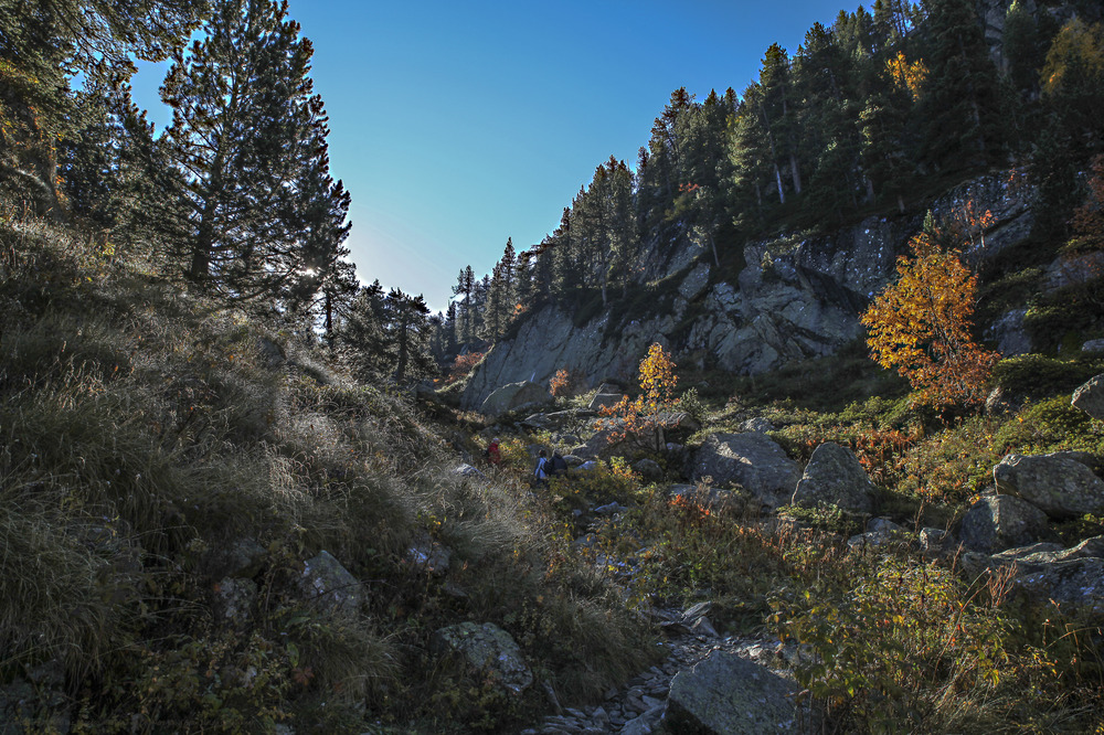 Subiendo a contra luz (Acceso al refugio de Colomérs Val d'Aran Lleida Catalunya)