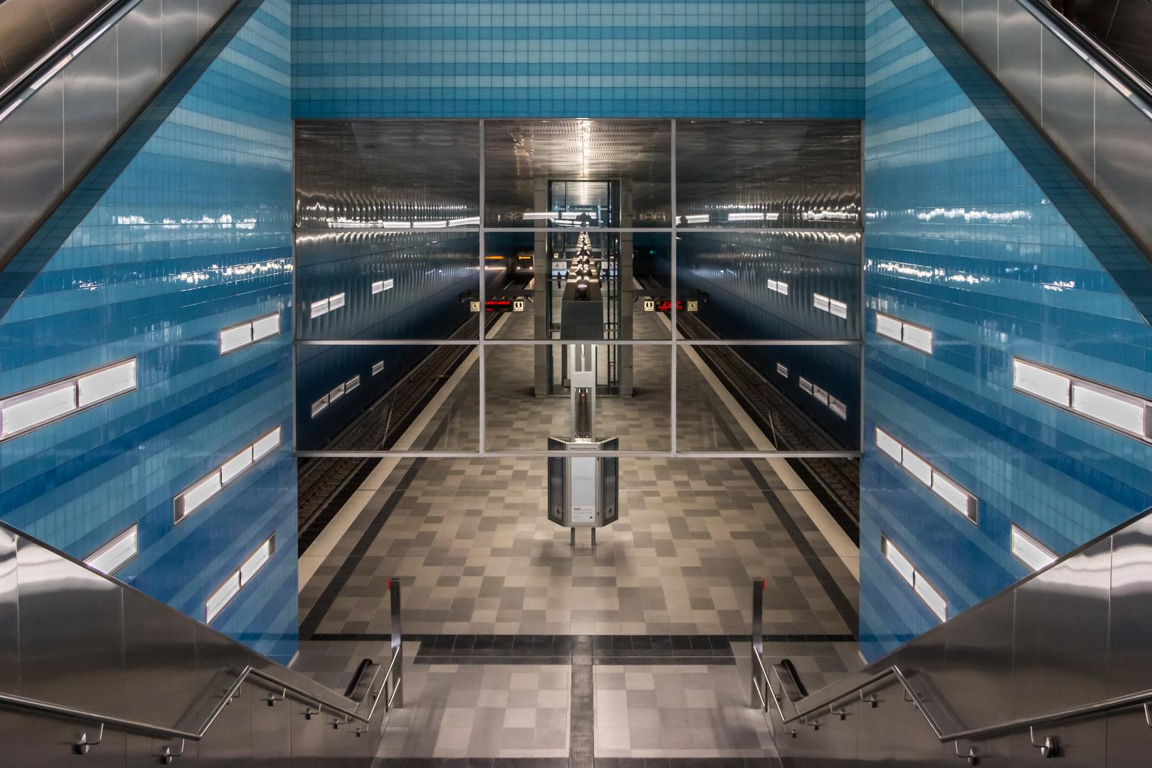 Subway or Spaceship Interior? - U-Bahn Überseequartier in Hamburg