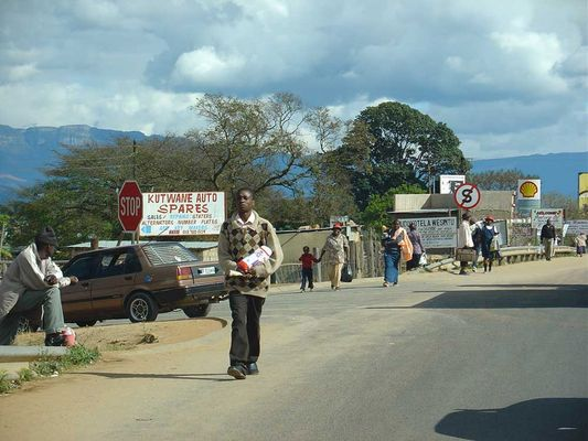 Südafrika - Strasse zum Sabi Sands Reserve.