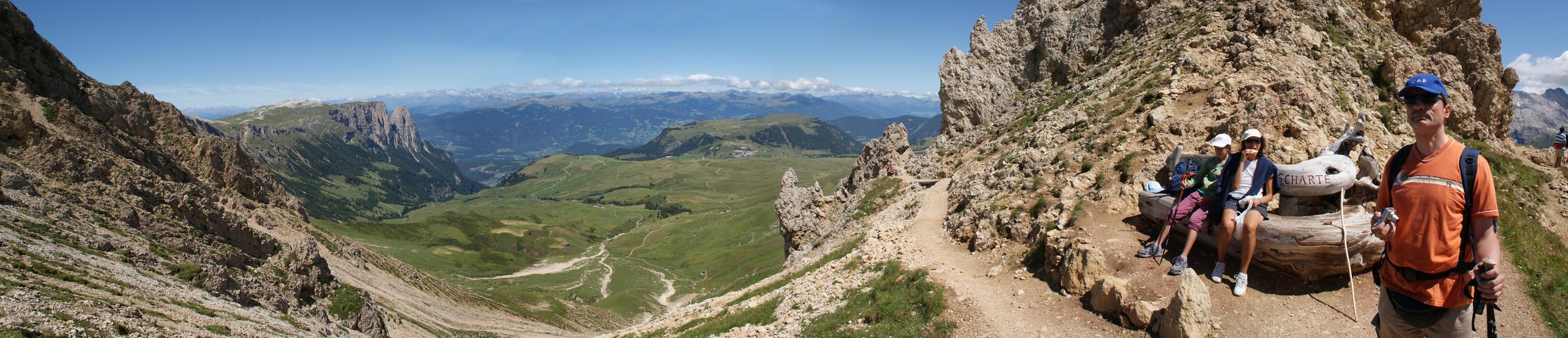Südtirol: Blick durch die Rosszähnscharte …