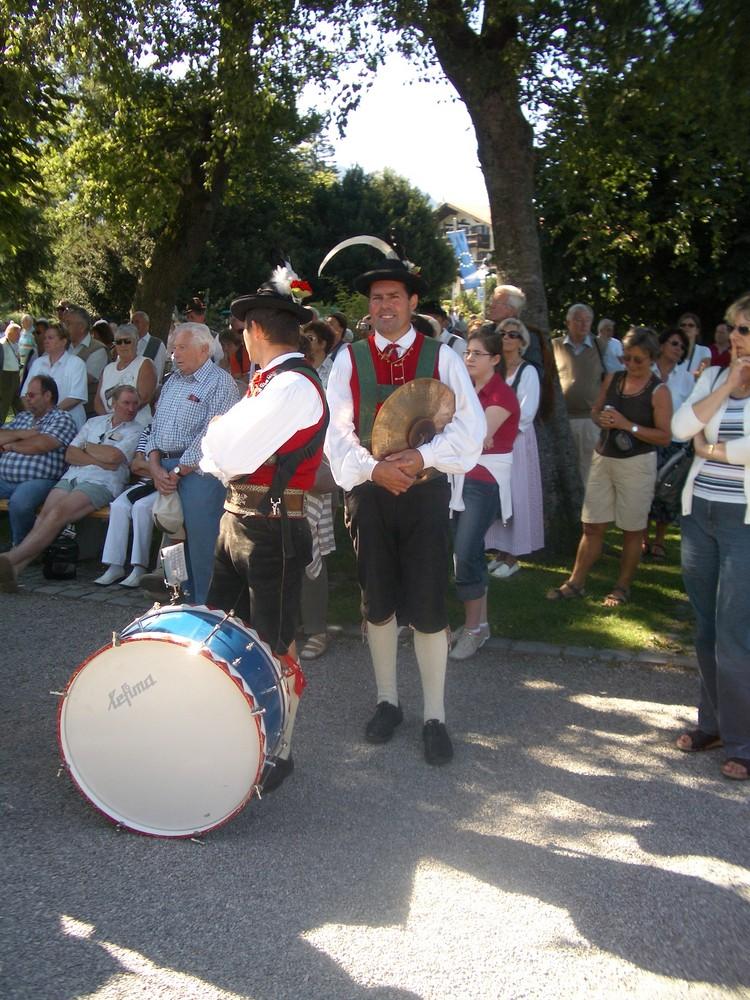 Südtiroler Musikzug in Origanaltracht zu Gast in Rottach-Egern