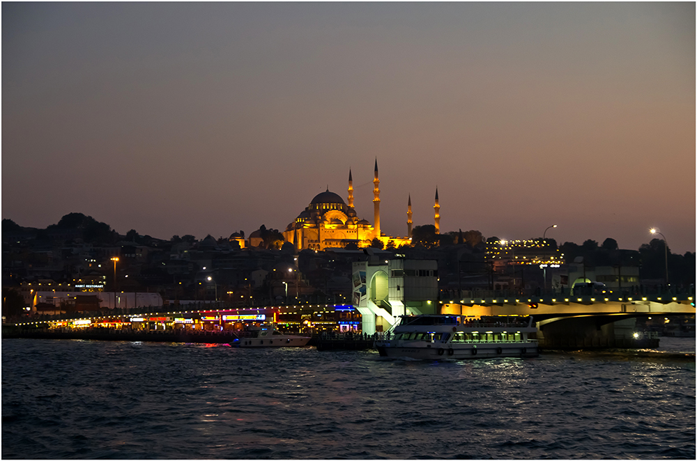 Süleymaniye-Moschee und Galatabrücke