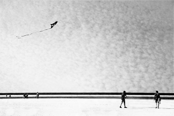 Sulla spiaggia, nel vento...