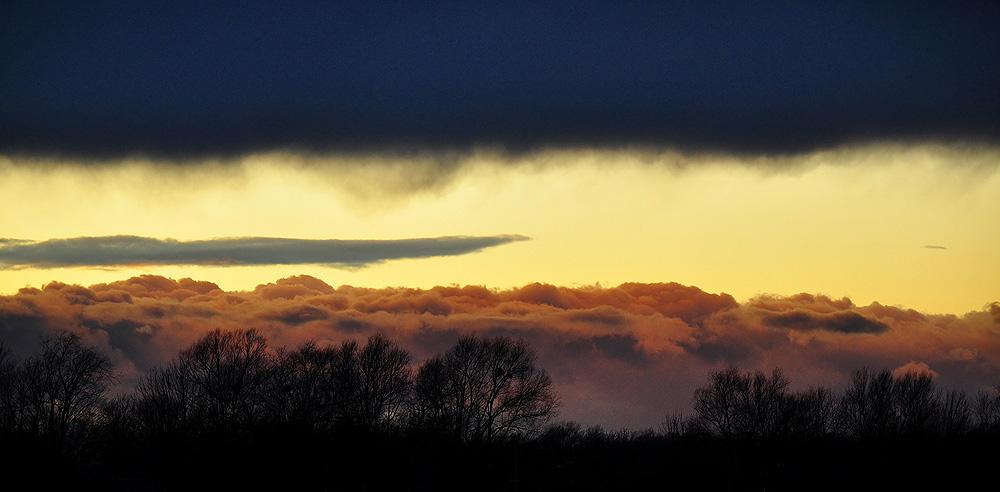 Sun & Dark & Clouds