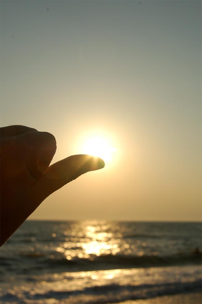 sun on finger