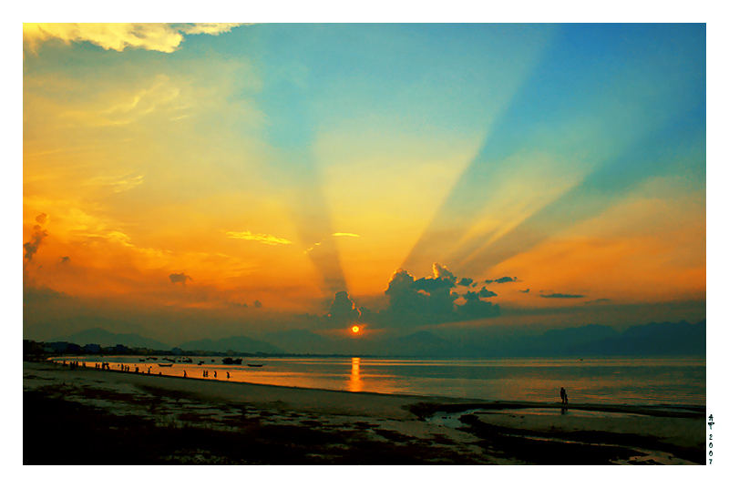 Sun ray on Da nang bay