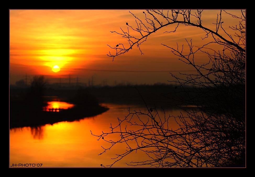 sun set in autumn