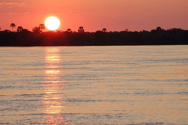 Sundowner auf dem Zambezi River (Simbabwe)