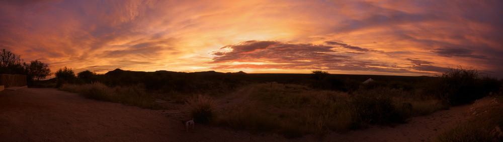 sundowner-panorama aus namibien