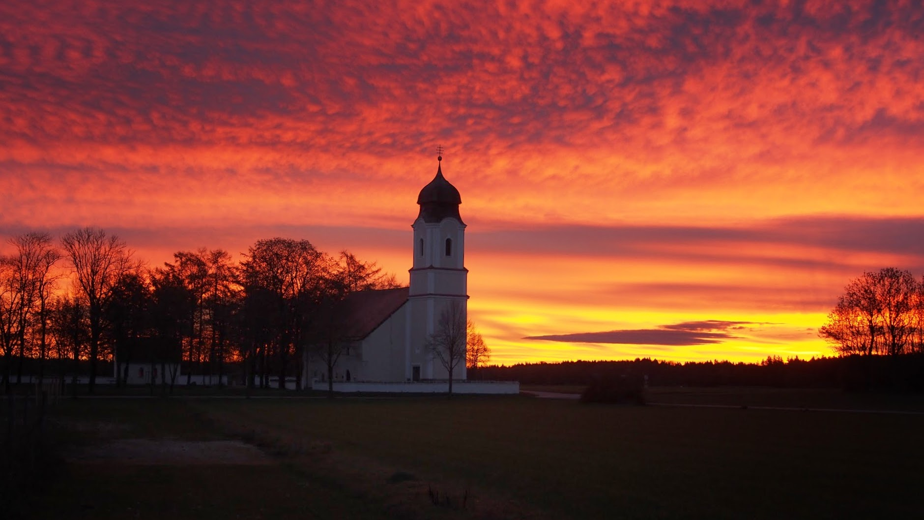 Sunrise by Föhn - Leonhardi-Kirche