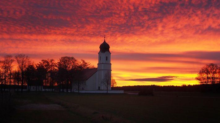 Sunrise by Föhn - Leonhardi-Kirche
