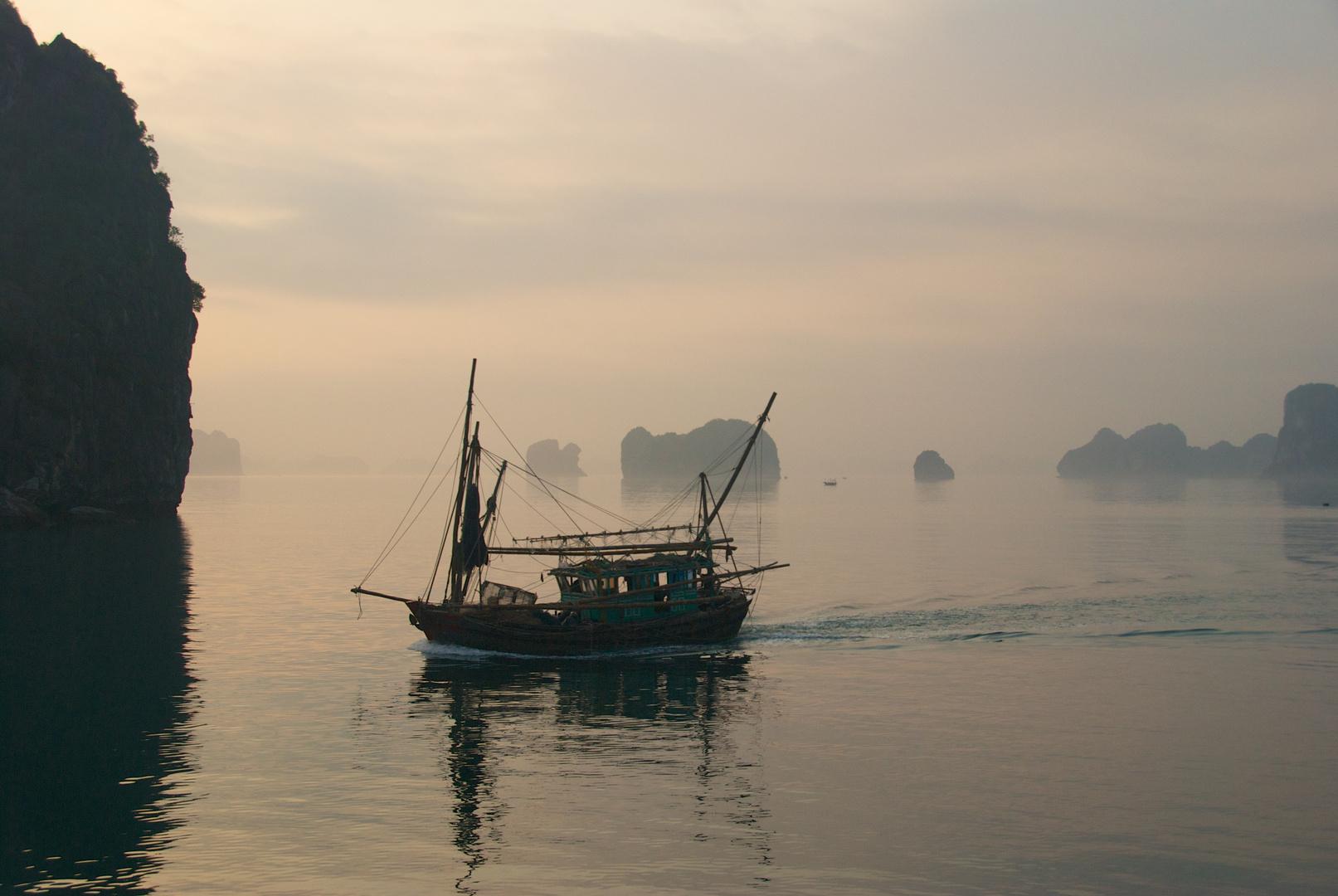 Sunrise - Halong Bay