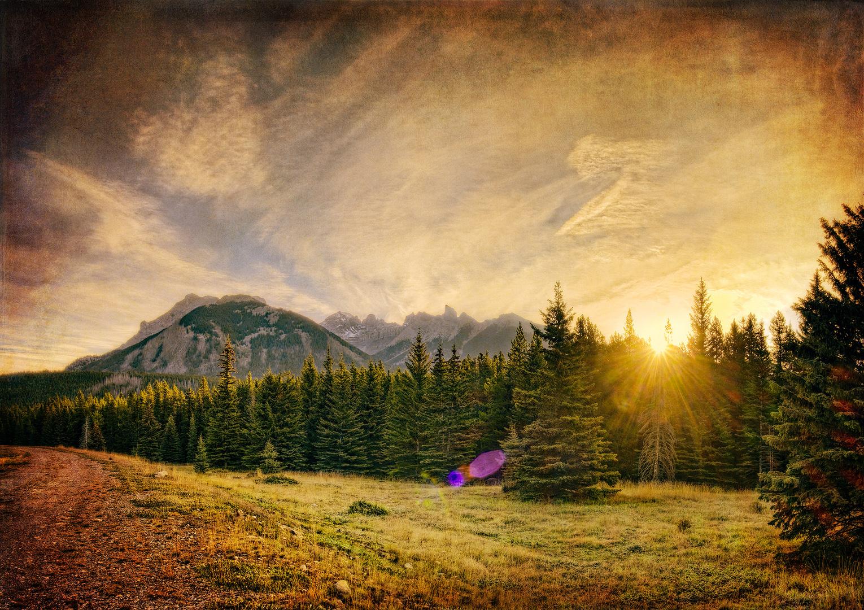 Sunrise over Mt Inglismalde, Banff