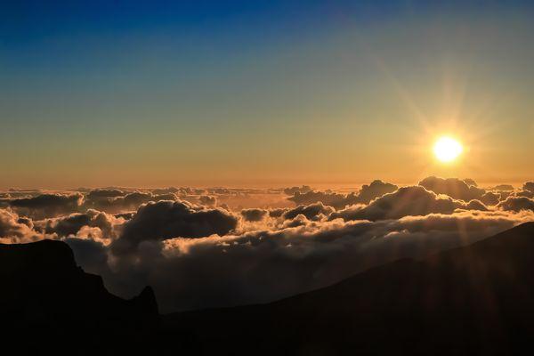 Sunrise über den Wolken