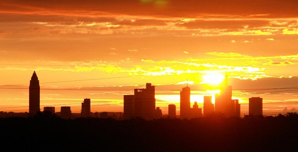- Sunrise über Frankfurt am Main -