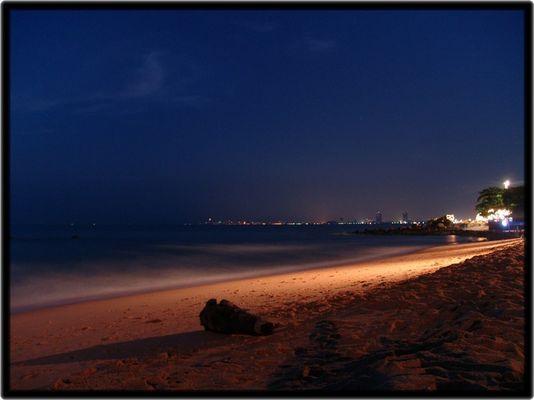 Sunset Beach bei Nacht