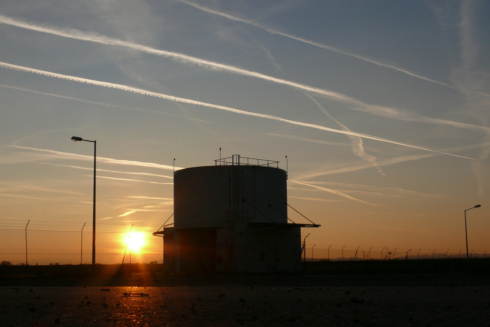 Sunset Flughafen Wien