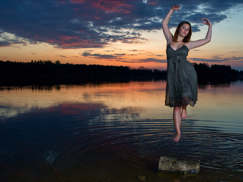 Sunset Levitation mit Manuela