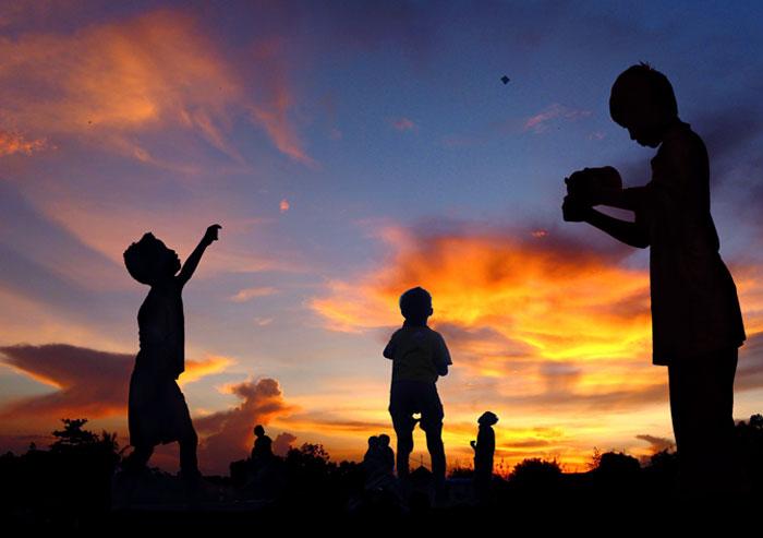 | sunset playing |