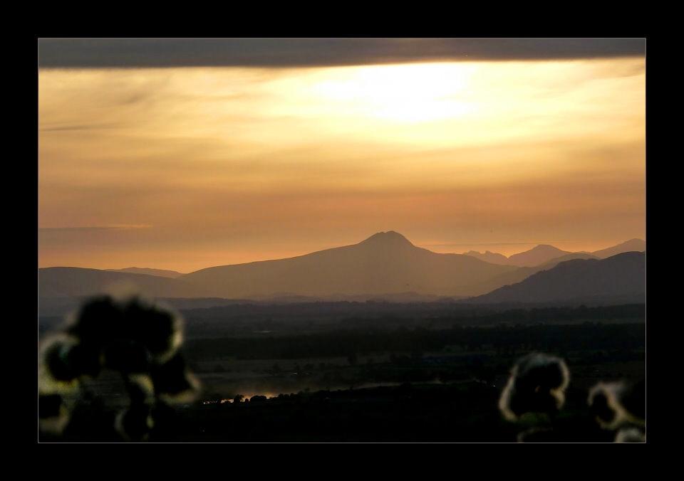 Sunset über Stirlingshire und den Trossachs Mountains