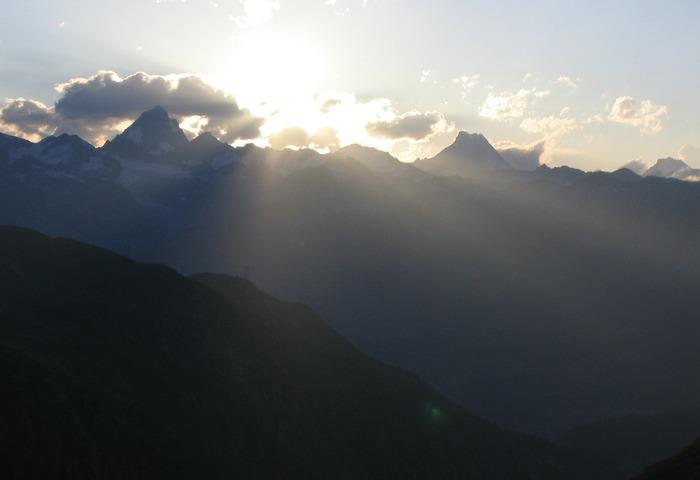 Sunset_Blick gegen Finsteraarhorn_Lauteraarhorn