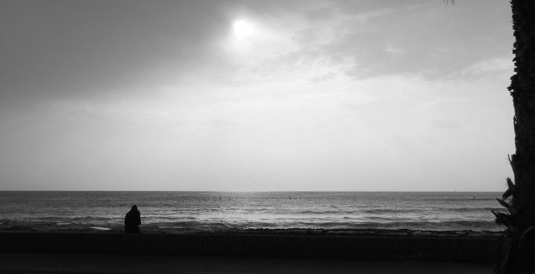 Sur la plage abandonée