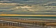 Sur la plage abandonnée (2) von Léo9