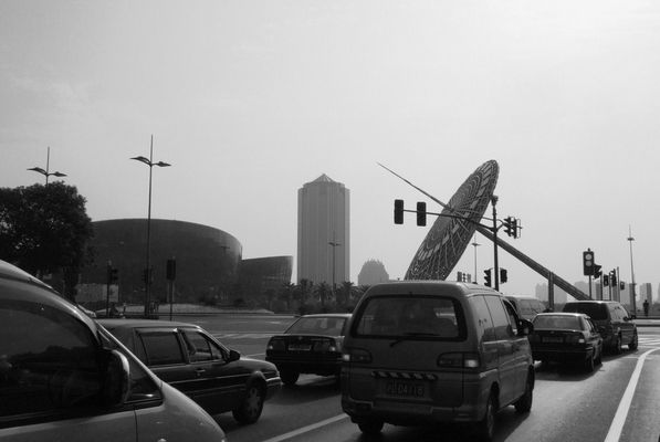 sur la route de l'aéroport de Shanghaï.
