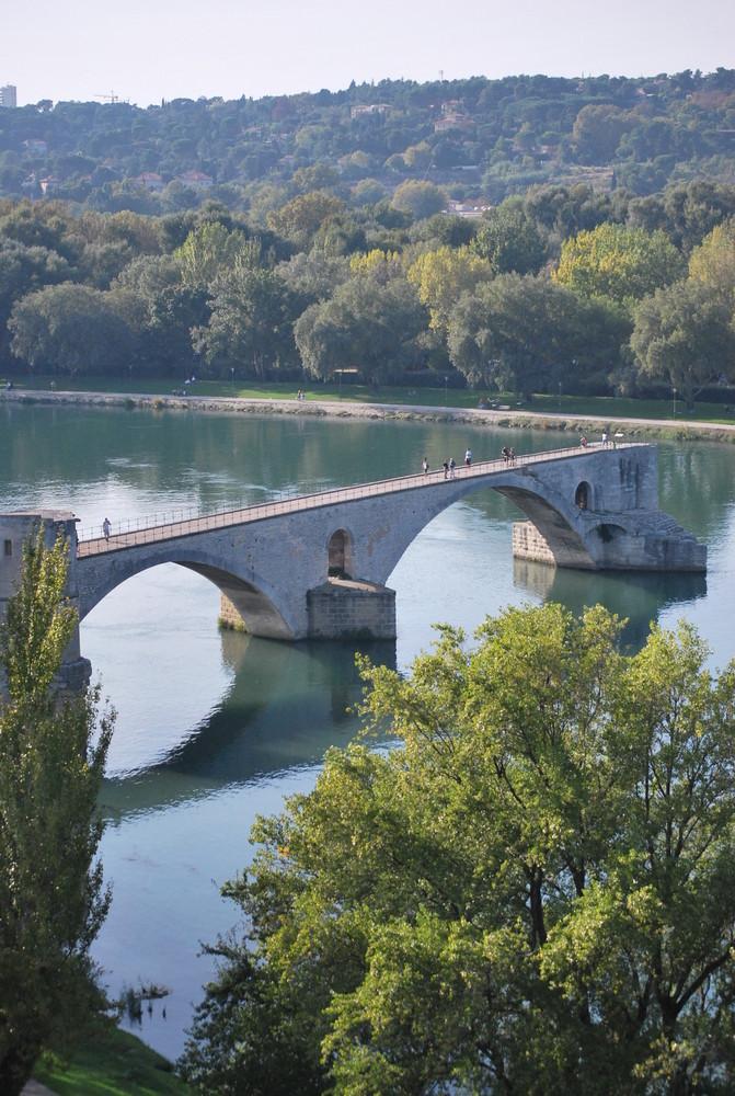 sur le pont d'Avignon, on y danse, on y danse........