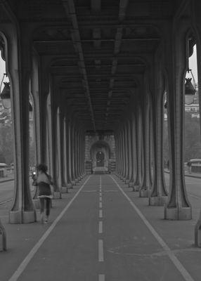Sur le Pont de Bir-Hakeim