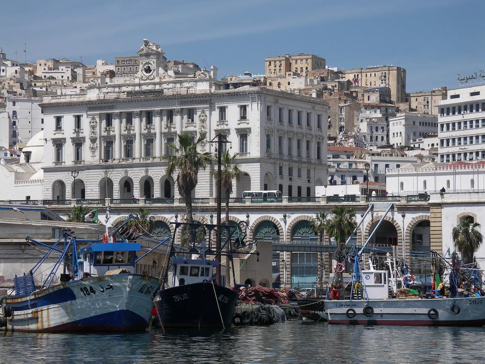 Sur le port d'Alger..