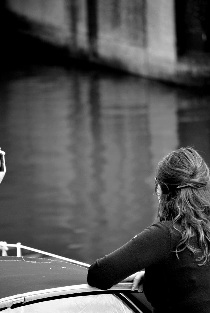 Sur l'eau vive d'un canal
