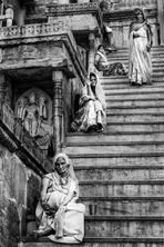 Sur l'escalier