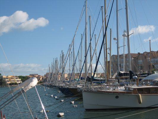 Sur un petit port à Narbonne