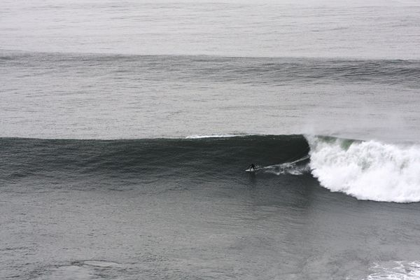 Surf: big wave riding. Tow-in.