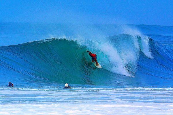 SURF Kelly Slatter tube devant patrice dupin
