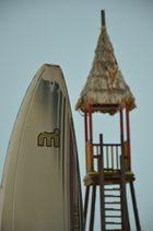 Surfbrett unter Aufsicht