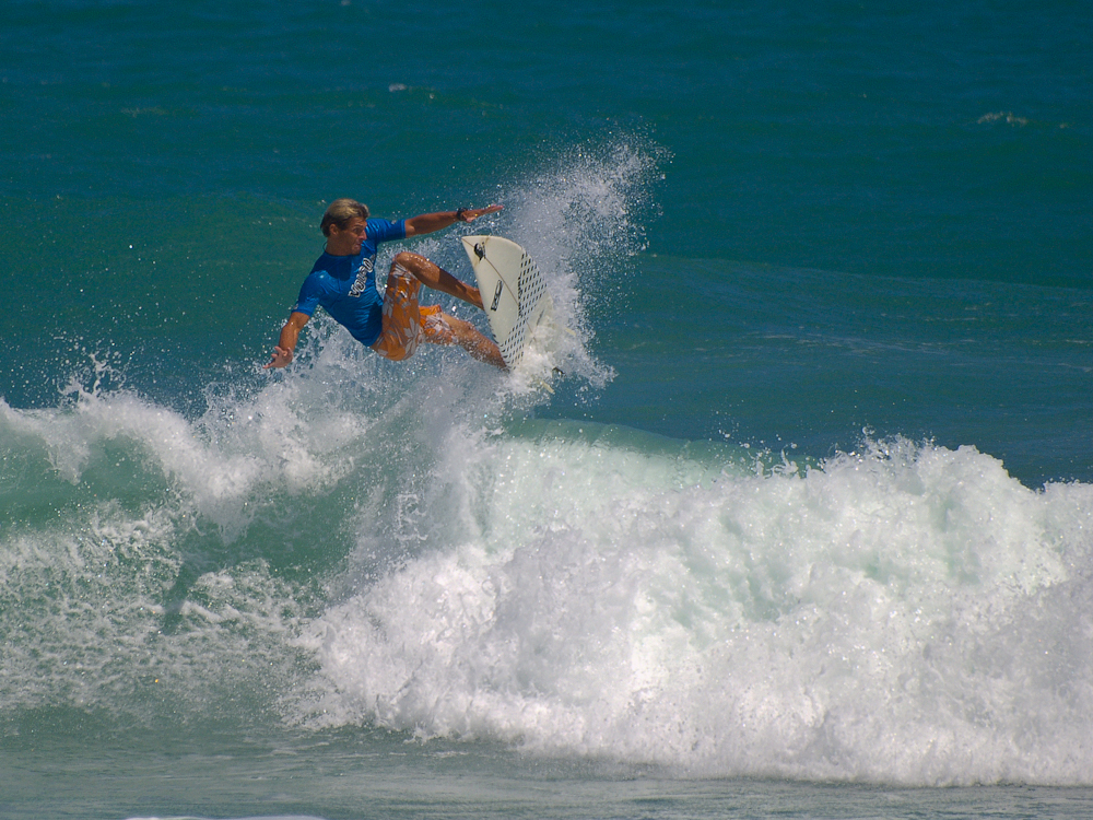 Surfe am Strand links