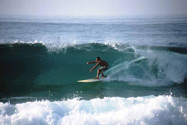 Surfer am Praia Azul, Portugal
