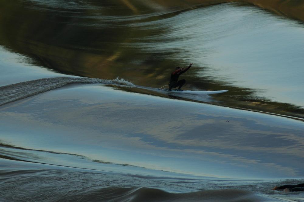 Surfer le Mascaret sur la Garonne (2)