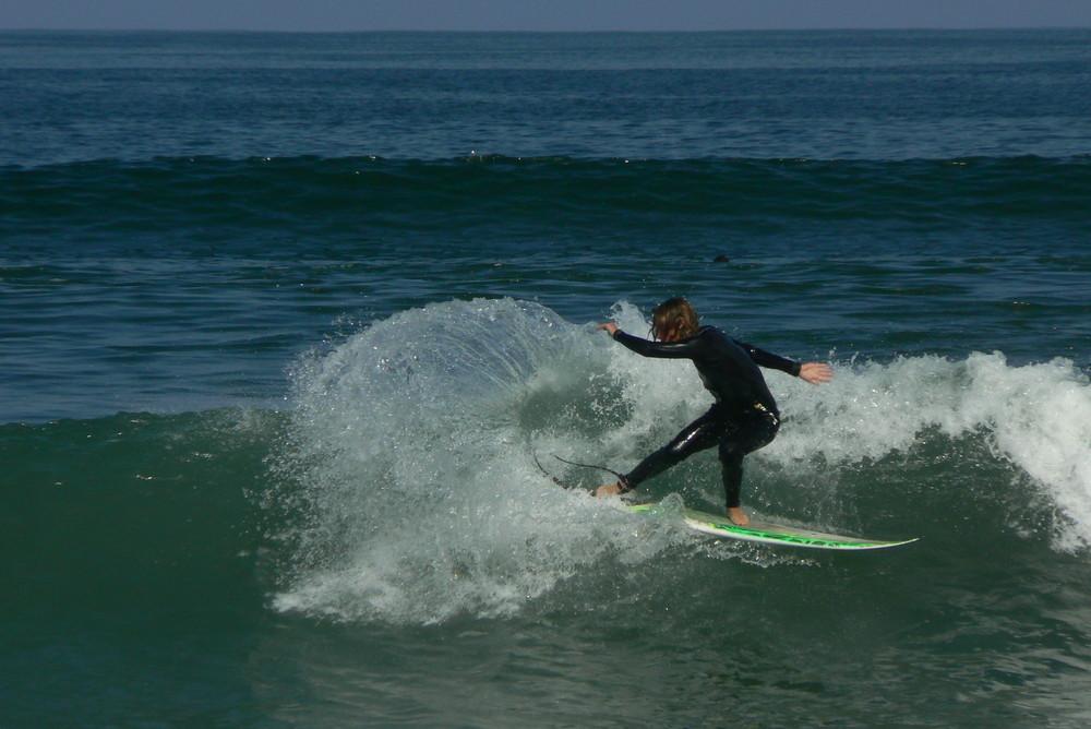Surfeur sur le spot de Chinchorro, Arica, Chile